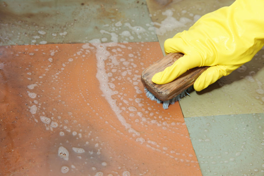Cleaning rust stains from tiles.